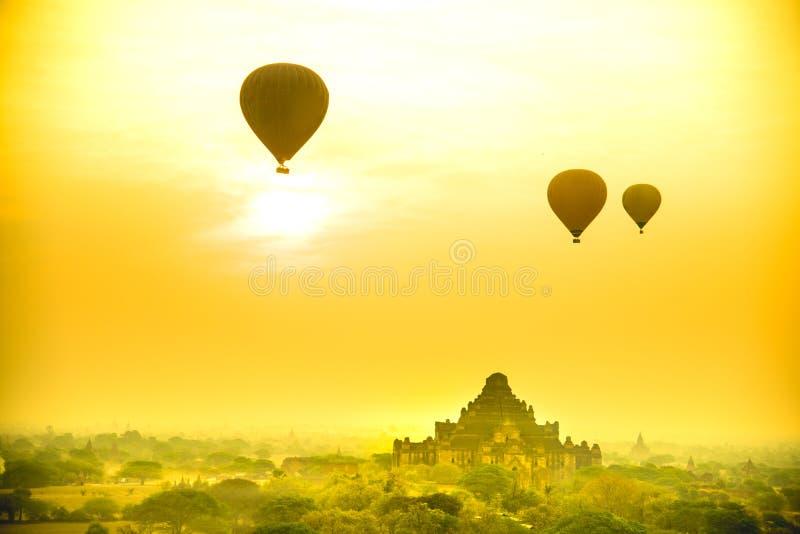 Pagoda in città antica sul tempo crepuscolare immagini stock libere da diritti