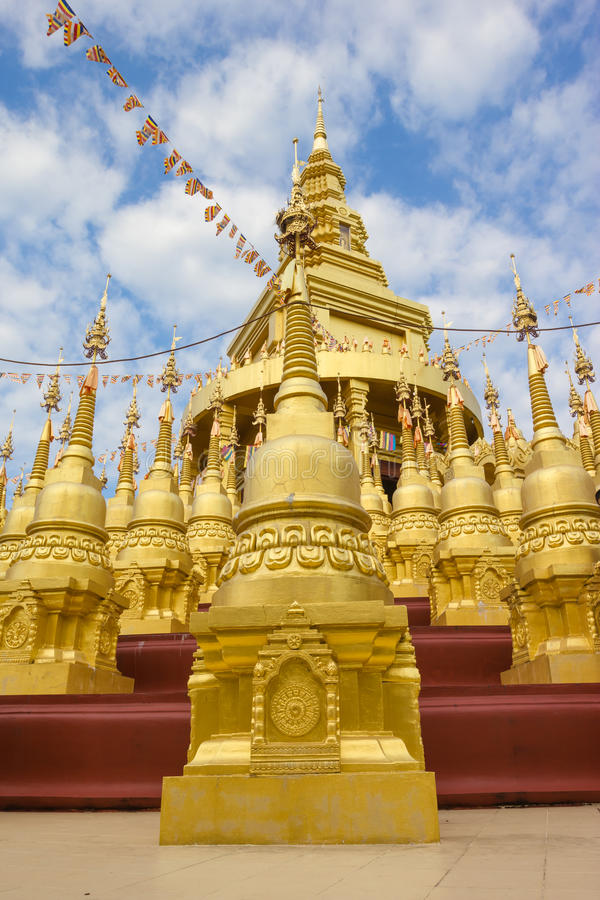Pagoda d'or au temple de watpasawangboon, province de Saraburi, Thail image stock
