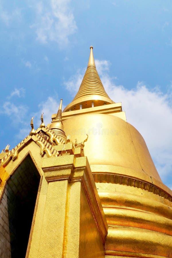 Pagoda d'or chez Wat Phra Kaew à Bangkok, Thaïlande photo libre de droits
