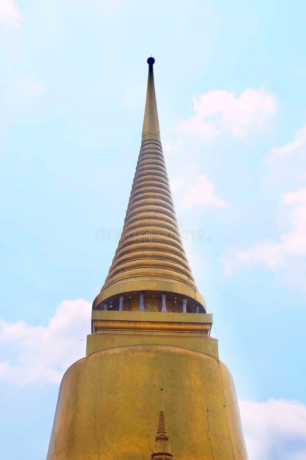 Pagoda d'or chez Wat Phra Kaew à Bangkok, Thaïlande photos stock