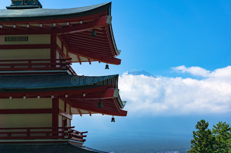 Pagoda de Chureito avec le mont Fuji Fujiyoshida, Japon image stock