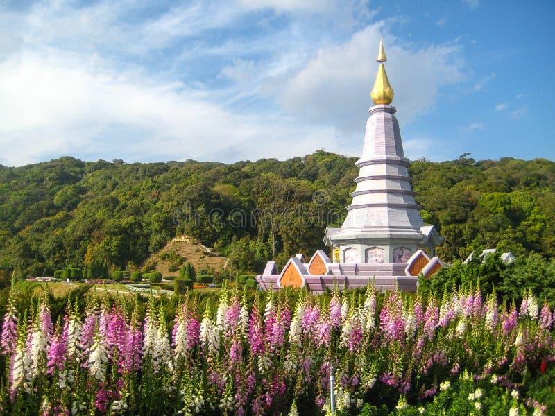 Pagoda de Doi Inthanon, qui est plusieurs centaines de mètres au-dessus de niveau de la mer images libres de droits