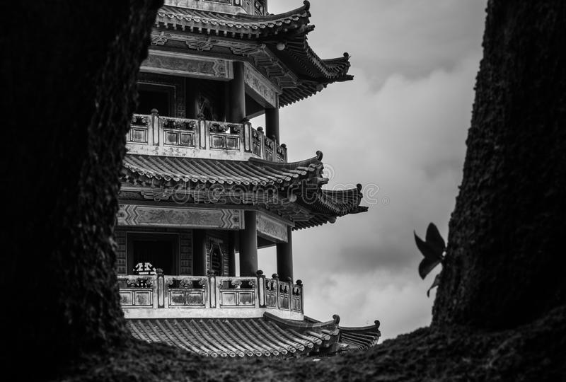 Pagoda de encadrement d'une distance photo stock
