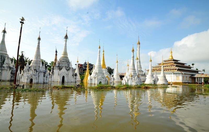 Pagoda de flottement au village d'Inle dans Shan, Myanmar photographie stock