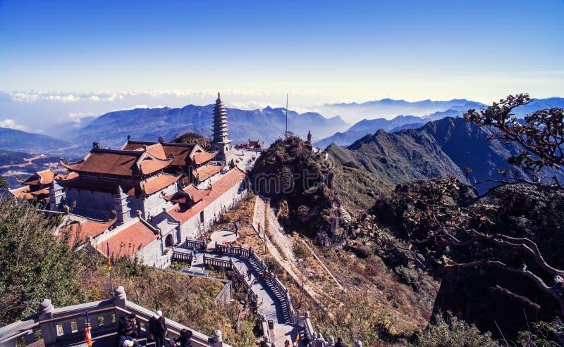 Pagoda de Kim Son Bao Thang Tu en la montaña de Fansipan, pico de la montaña más alta de Fansipan de Indochina imagen de archivo libre de regalías