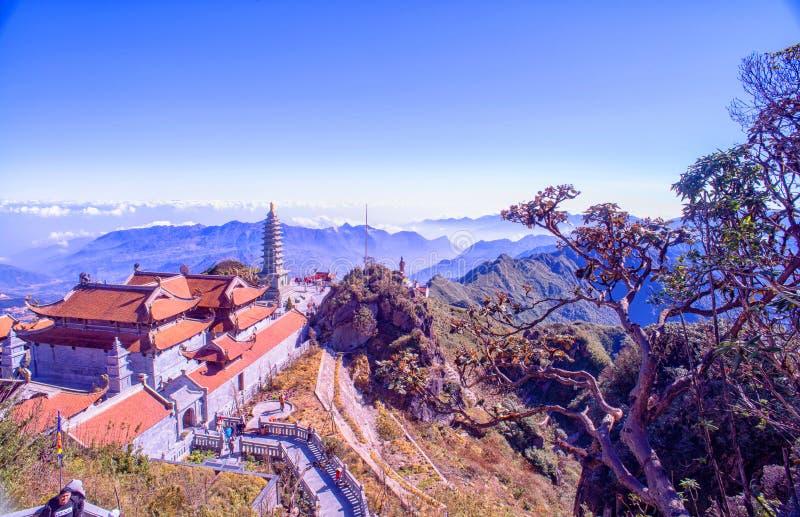 Pagoda de Kim Son Bao Thang Tu en la montaña de Fansipan, pico de la montaña más alta de Fansipan de Indochina fotos de archivo libres de regalías