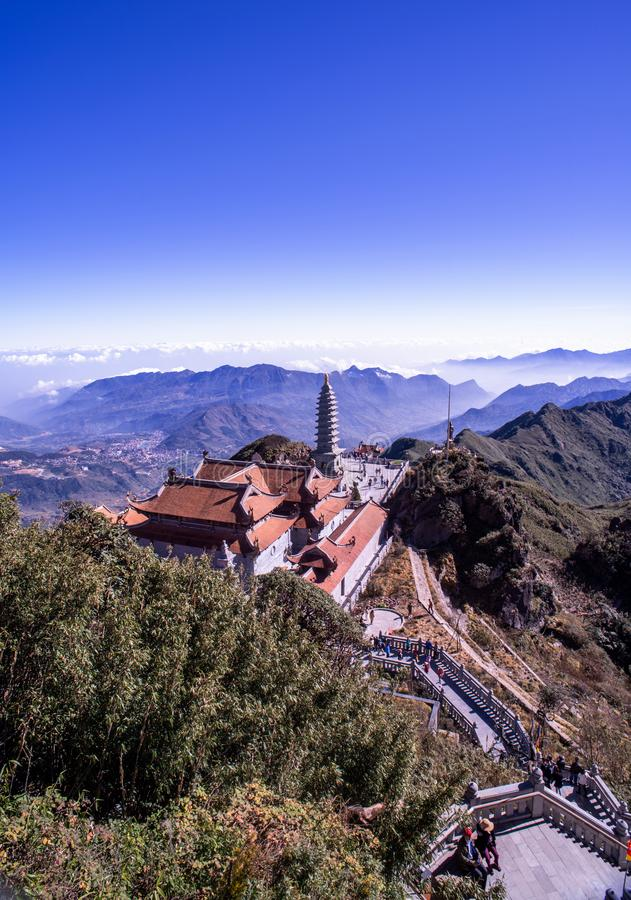 Pagoda de Kim Son Bao Thang Tu en la montaña de Fansipan, pico de la montaña más alta de Fansipan de Indochina fotografía de archivo libre de regalías