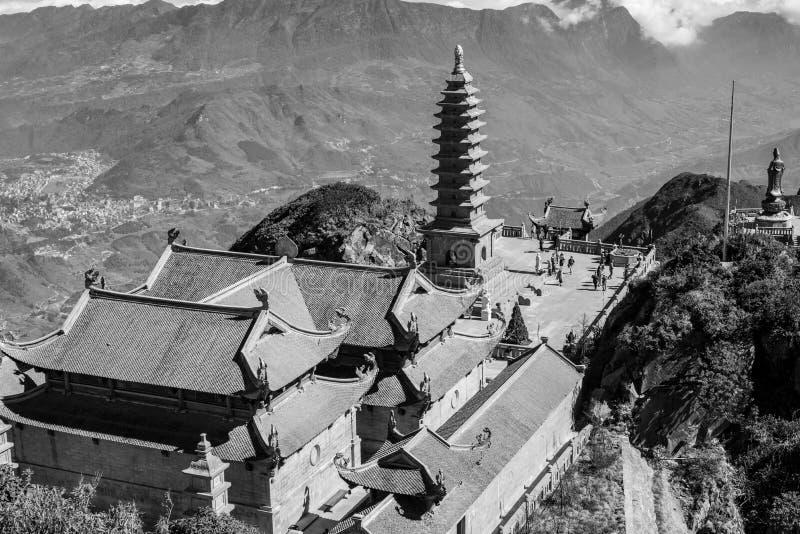 Pagoda de Kim Son Bao Thang Tu en la montaña de Fansipan, pico de la montaña más alta de Fansipan de Indochina imágenes de archivo libres de regalías