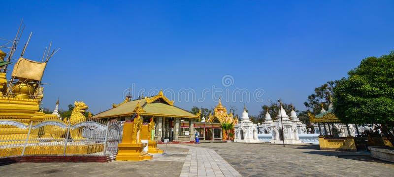Pagoda de Kuthodaw en Mandalay, Myanmar foto de archivo libre de regalías