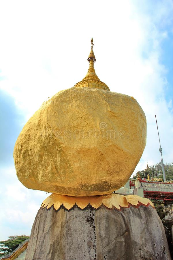 Pagoda de Kyaiktiyo ou attraction touristique de pagoda de roche le plus sacr? et c?l?bre d'or dans l'?tat de lundi, Myanmar photo libre de droits