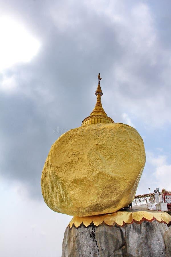 Pagoda de Kyaiktiyo ou attraction touristique de pagoda de roche le plus sacr? et c?l?bre d'or dans l'?tat de lundi, Myanmar images libres de droits