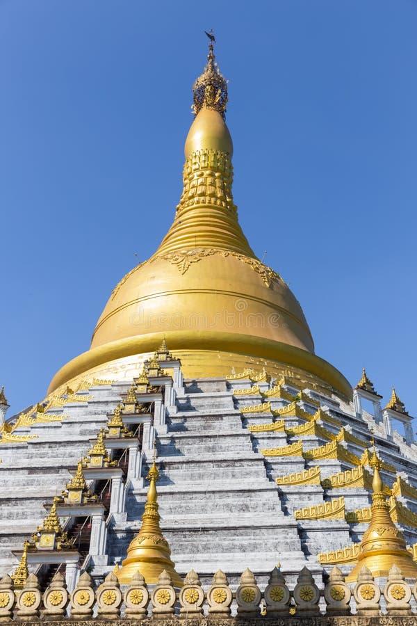 Pagoda de Mahazedi chez Bago, Myanmar images stock