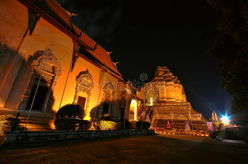Download Pagoda de oro imagen de archivo. Imagen de exterior, bangkok - 64202141