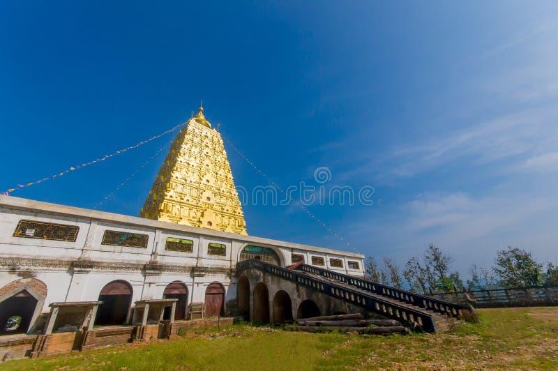 Pagoda de oro de Bodh Gaya en el distrito Sangkhlaburi, Kanchanaburi, T foto de archivo