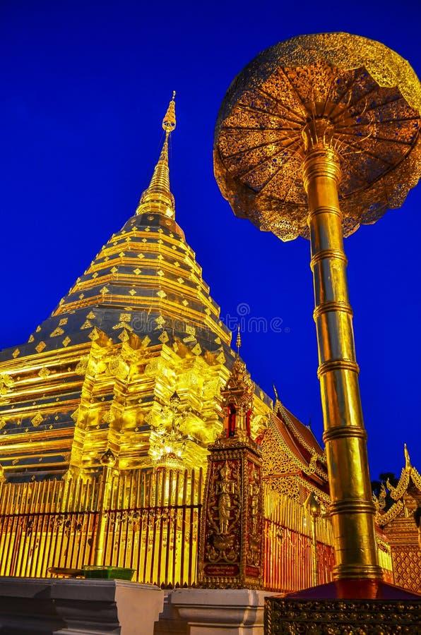 Pagoda de oro del ` del suthep de Doi del ` el templo famoso en Chiang Mai, Tailandia foto de archivo