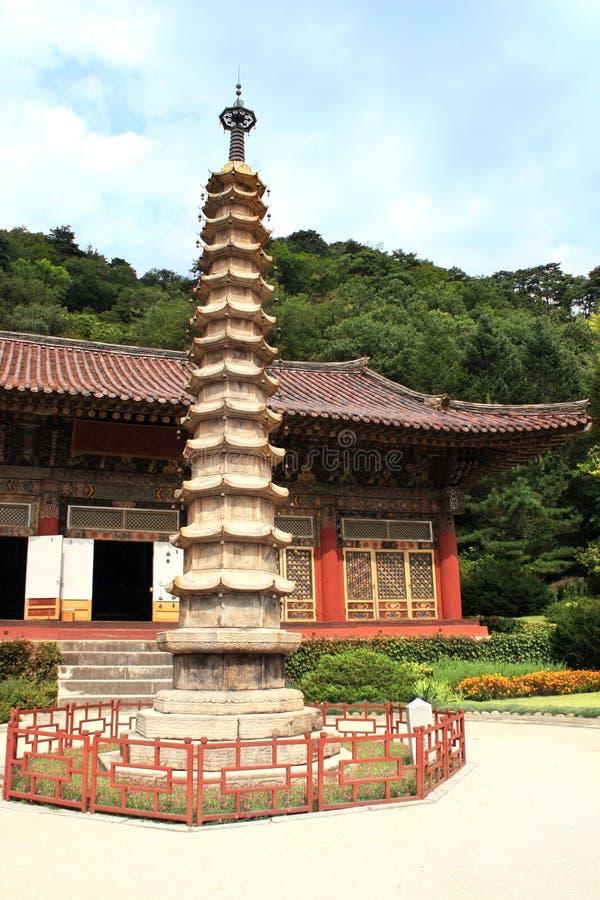 Pagoda de piedra en el monasterio budista antiguo Pohyon, Corea del Norte  foto de archivo libre de regalías