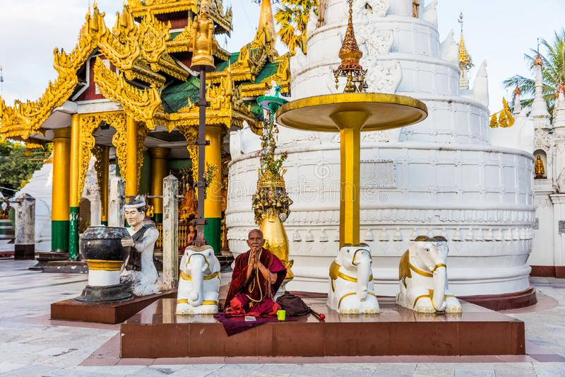 Pagoda de prière Yangon de Shwedagon dans Myanmar images libres de droits