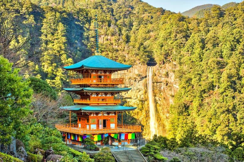 pagoda de Seiganto-JI et Nachi Falls In Wakayama, Japon photos stock