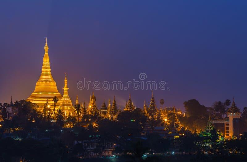 Pagoda de Shwedagon dans la ville de Yangon photos stock