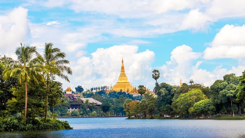 Pagoda de Shwedagon dans Yagon, Myanmar photographie stock libre de droits