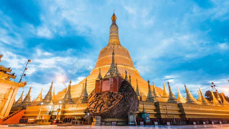 Pagoda de Shwemawdaw de pagoda de Shwemawdaw la plus haute pagoda dans le mya images stock