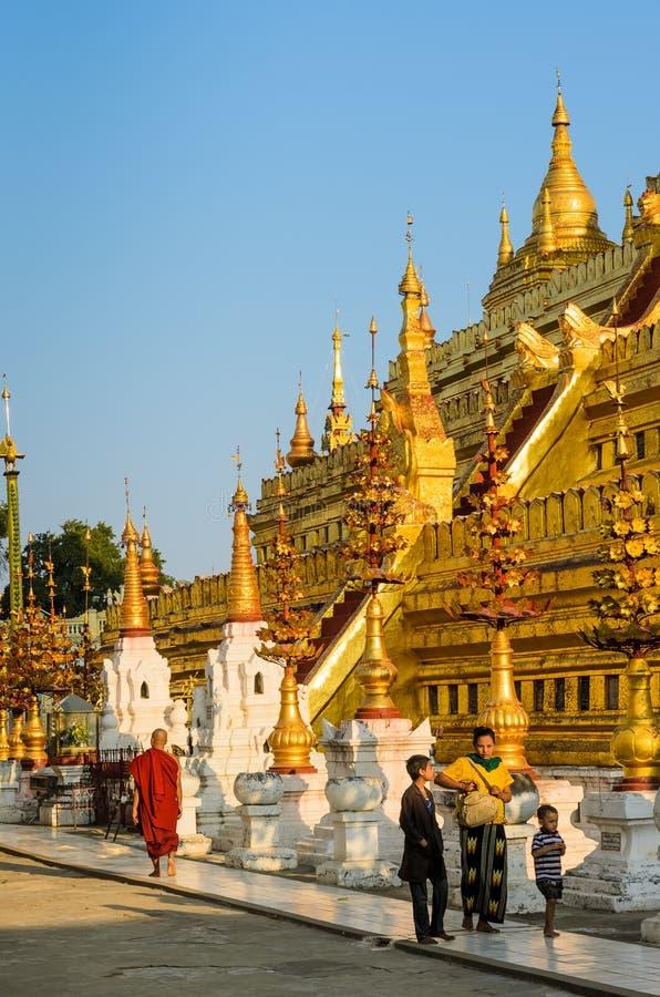 Pagoda de Shwezigon, Myanmar foto de archivo