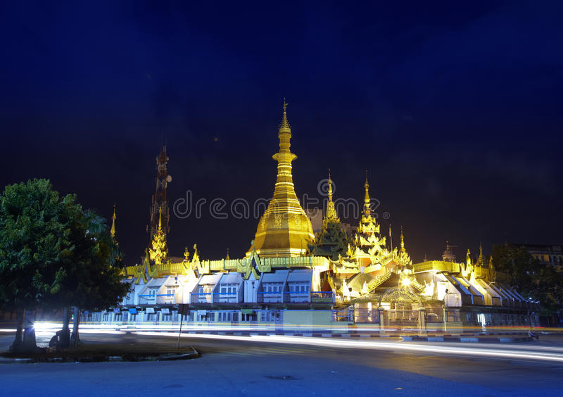 Pagoda de Sule la nuit photos stock