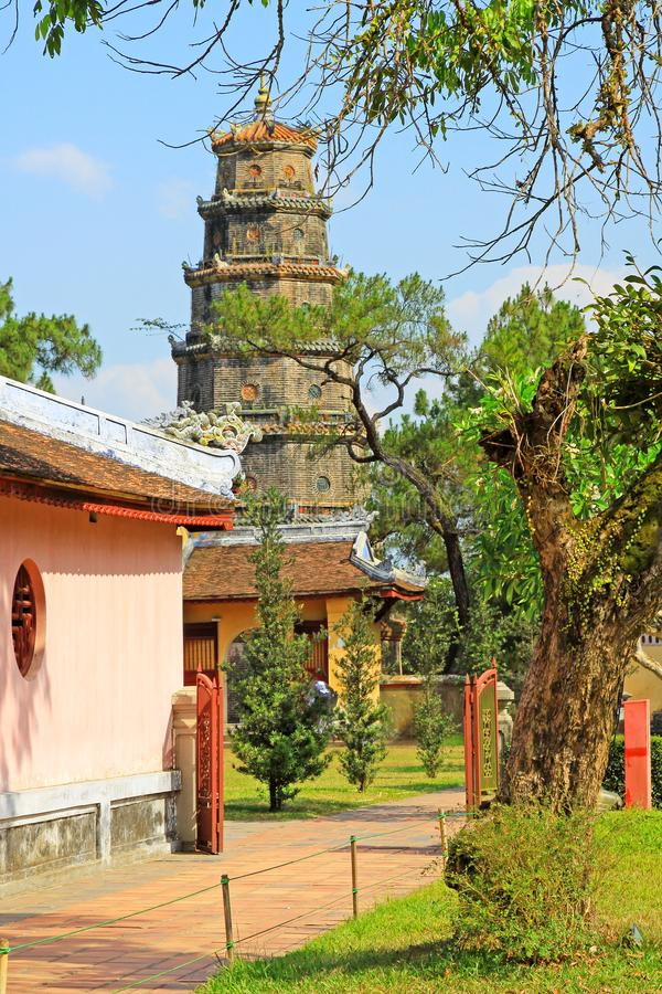Pagoda de Thien MU, Hue Vietnam images stock