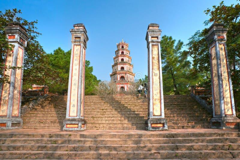 Pagoda de Thien MU, tonalidad, Vietnam. fotografía de archivo