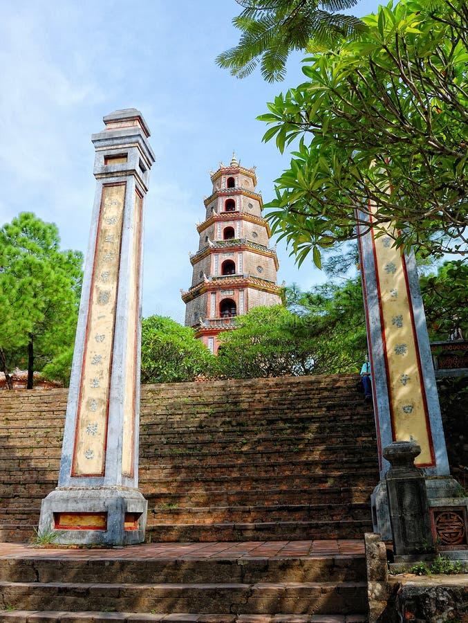 Pagoda de Thien MU, tonalidad, Vietnam imagen de archivo libre de regalías