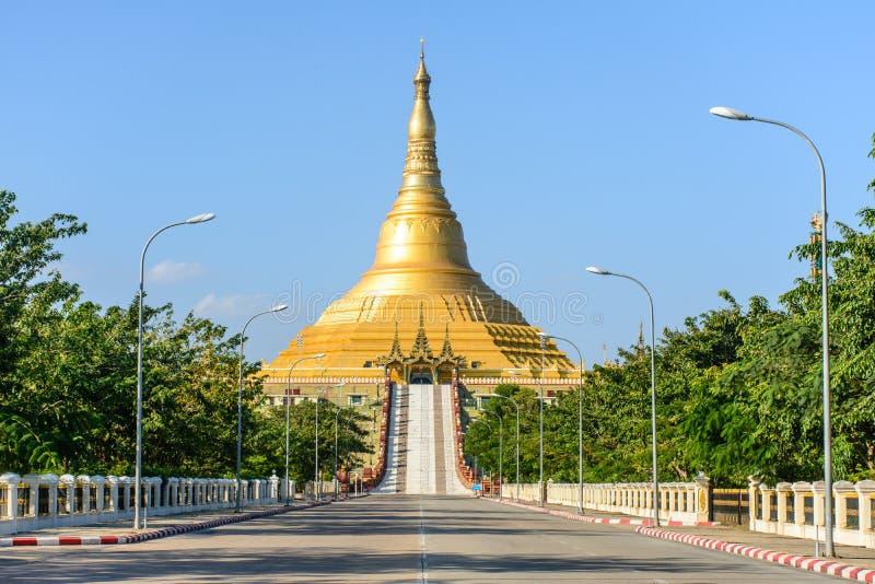 Pagoda de Uppatasanti, Nay Pyi Taw, Myanmar foto de archivo