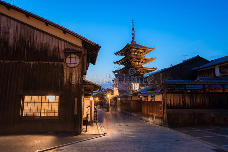 Pagoda de Yasaka et rue de Sannen Zaka photographie stock libre de droits