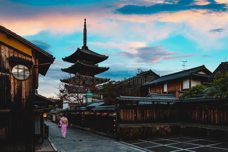 Pagoda de Yasaka et rue de Sannen Zaka images libres de droits