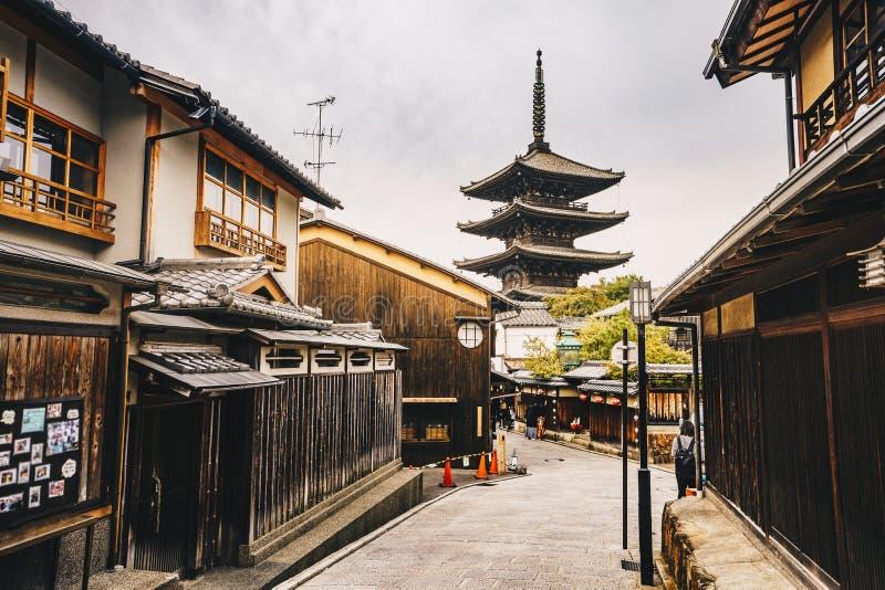 Pagoda de Yasaka y calle de Sannen Zaka en la ciudad vieja de Kyoto en Higas imágenes de archivo libres de regalías