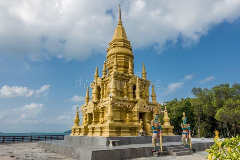 Pagoda del SOR di Laem immagini stock