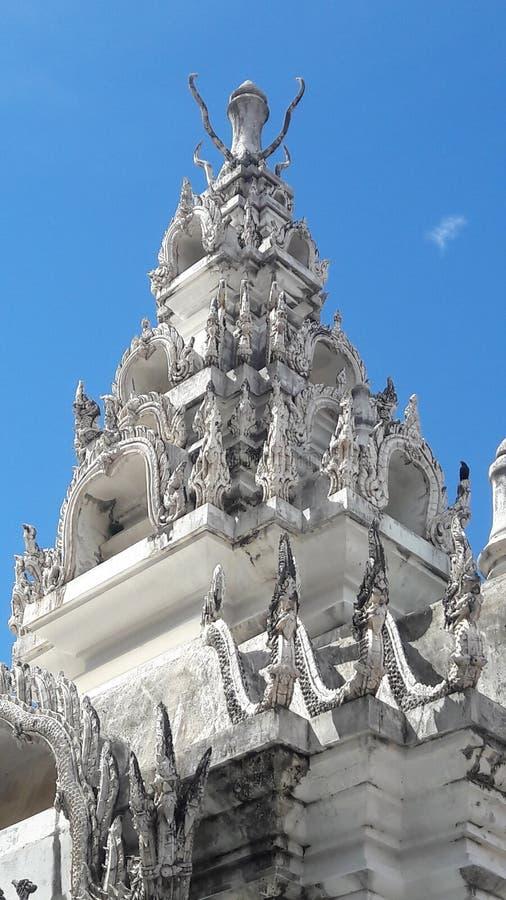 Pagoda del templo en Tailandia WatPradhatchohar fotos de archivo