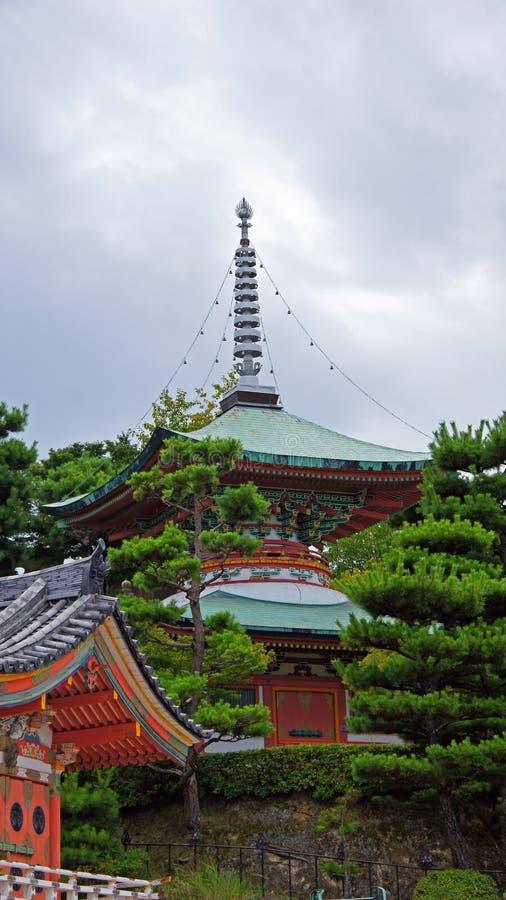 Pagoda deux racontée de Kosanji Temple au Japon photographie stock