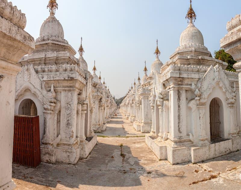 Pagoda di Kuthodaw immagine stock libera da diritti