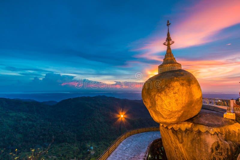 Pagoda di Kyaikhtiyo nel Myanmar fotografie stock libere da diritti