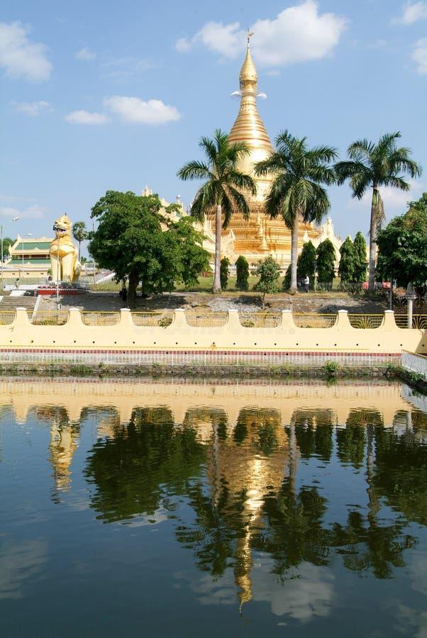 Pagoda di Maha Wizaya Paya a Rangoon immagine stock