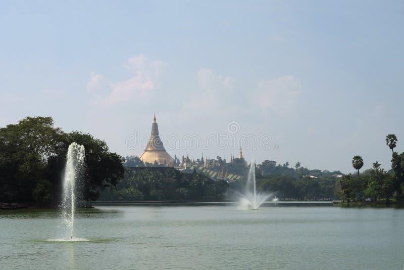 Pagoda di Schwedagon, la maggior parte del tempio buddista importante fotografia stock