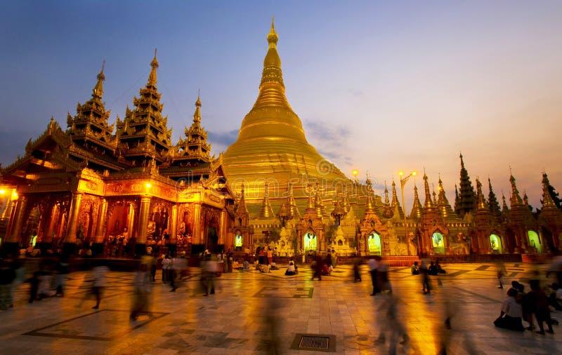 Pagoda di Shwedagon alla notte fotografia stock