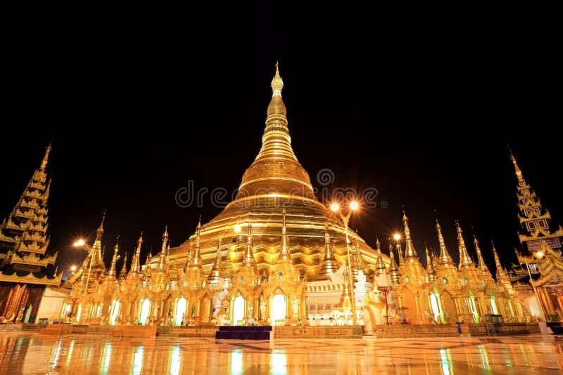Pagoda di Shwedagon alla notte, Rangon, Myanmar immagine stock