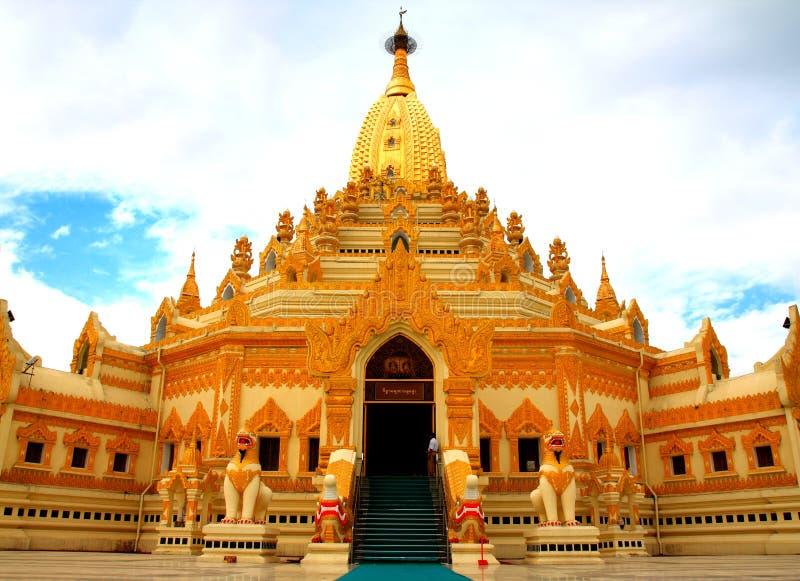 Pagoda do ouro foto de stock royalty free