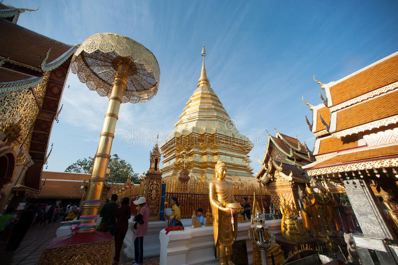 Pagoda dorata di Wat Phra That Doi Suthep, Chiang Mai, Tailandia fotografia stock libera da diritti