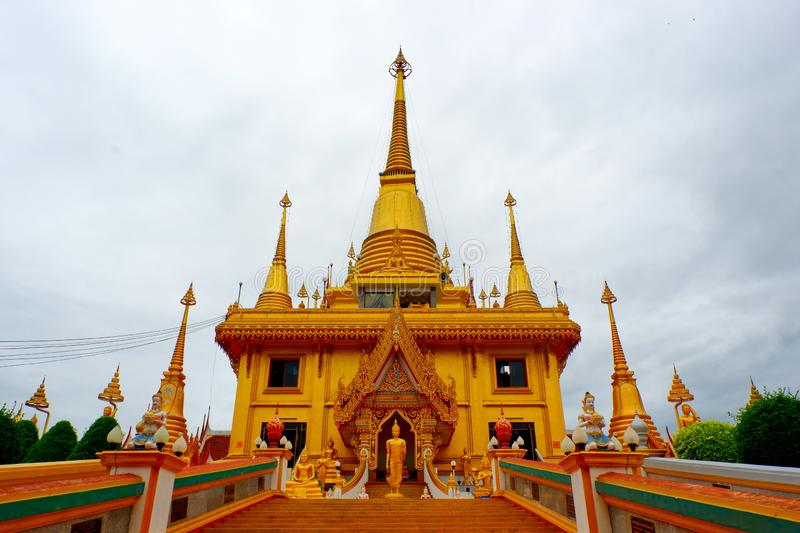 Pagoda dorata nel tempio fotografie stock