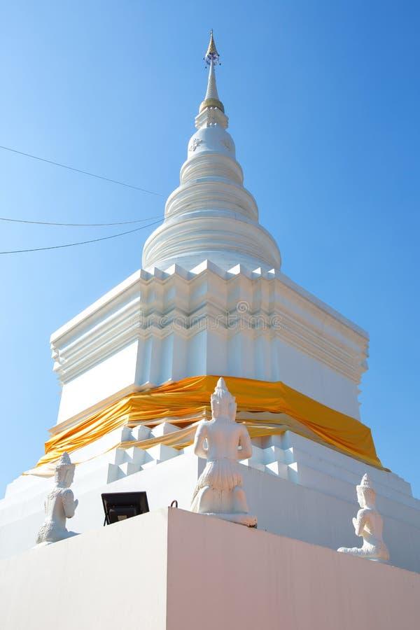 Pagoda dorata nel tempio tailandese del Nord della Tailandia immagini stock libere da diritti
