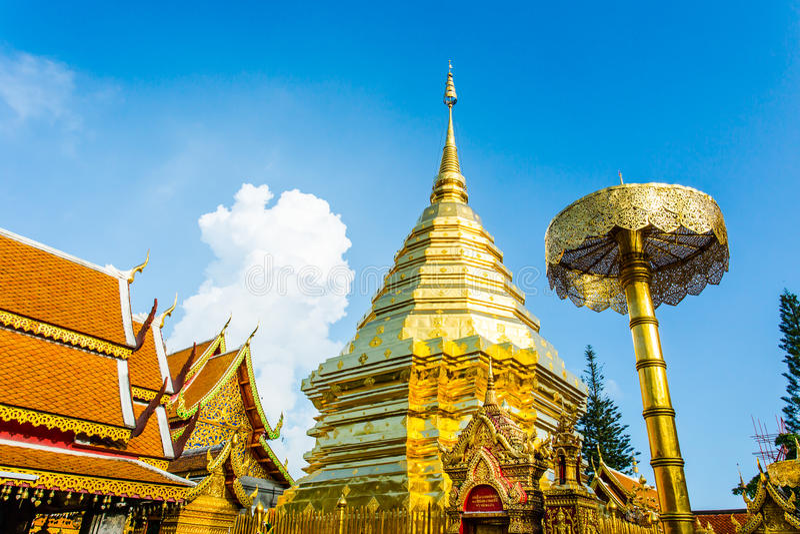 Pagoda dorata   wat Phra che Doi Suthep, chiangmai, Tailandia immagini stock libere da diritti