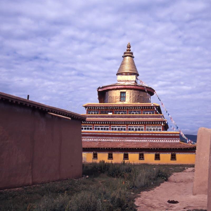 Download Pagoda dourado imagem de stock. Imagem de brilhante, adoração - 12805863