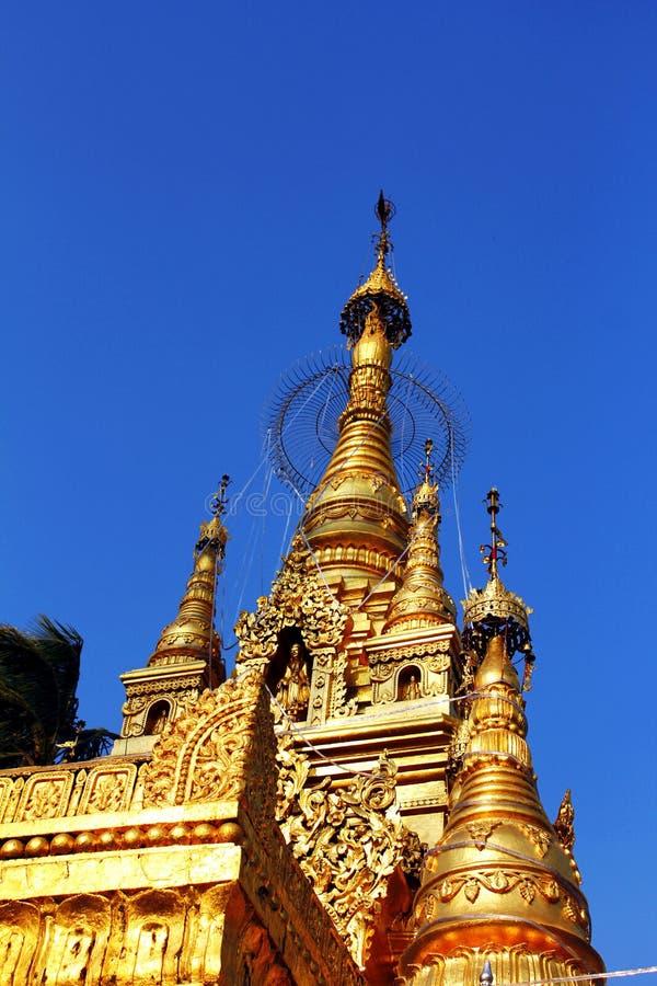 Pagoda dourado bonito fotos de stock